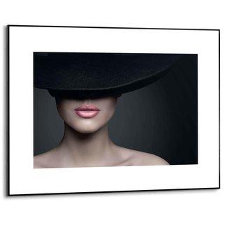Gerahmtes Bild Frau mit Hut