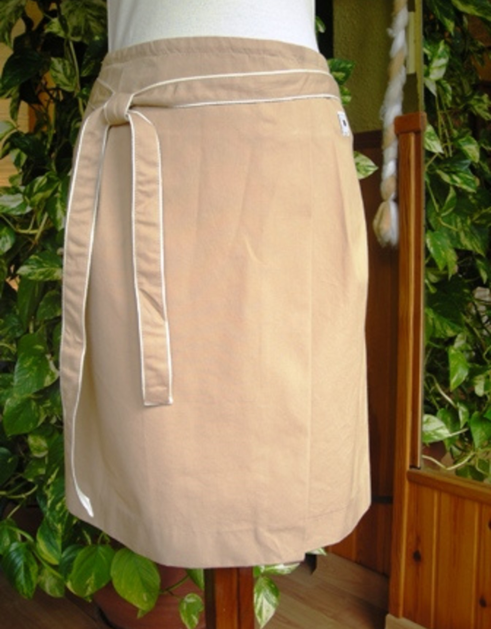 Short pareo skirt for woman.