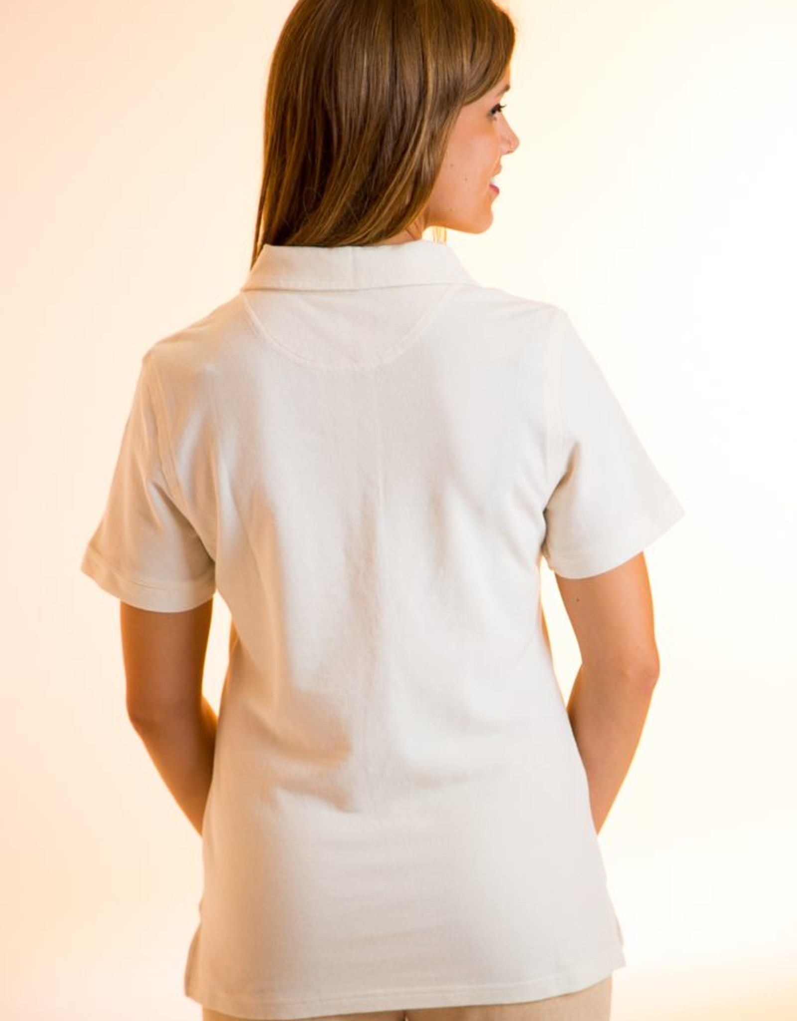Women polo short sleeves and made with square weave fabric
