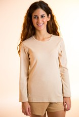 Shirt for women with round neck and long sleeves.