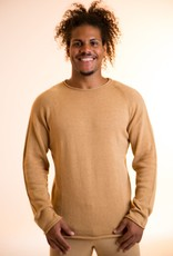 Men sweater with round neck.