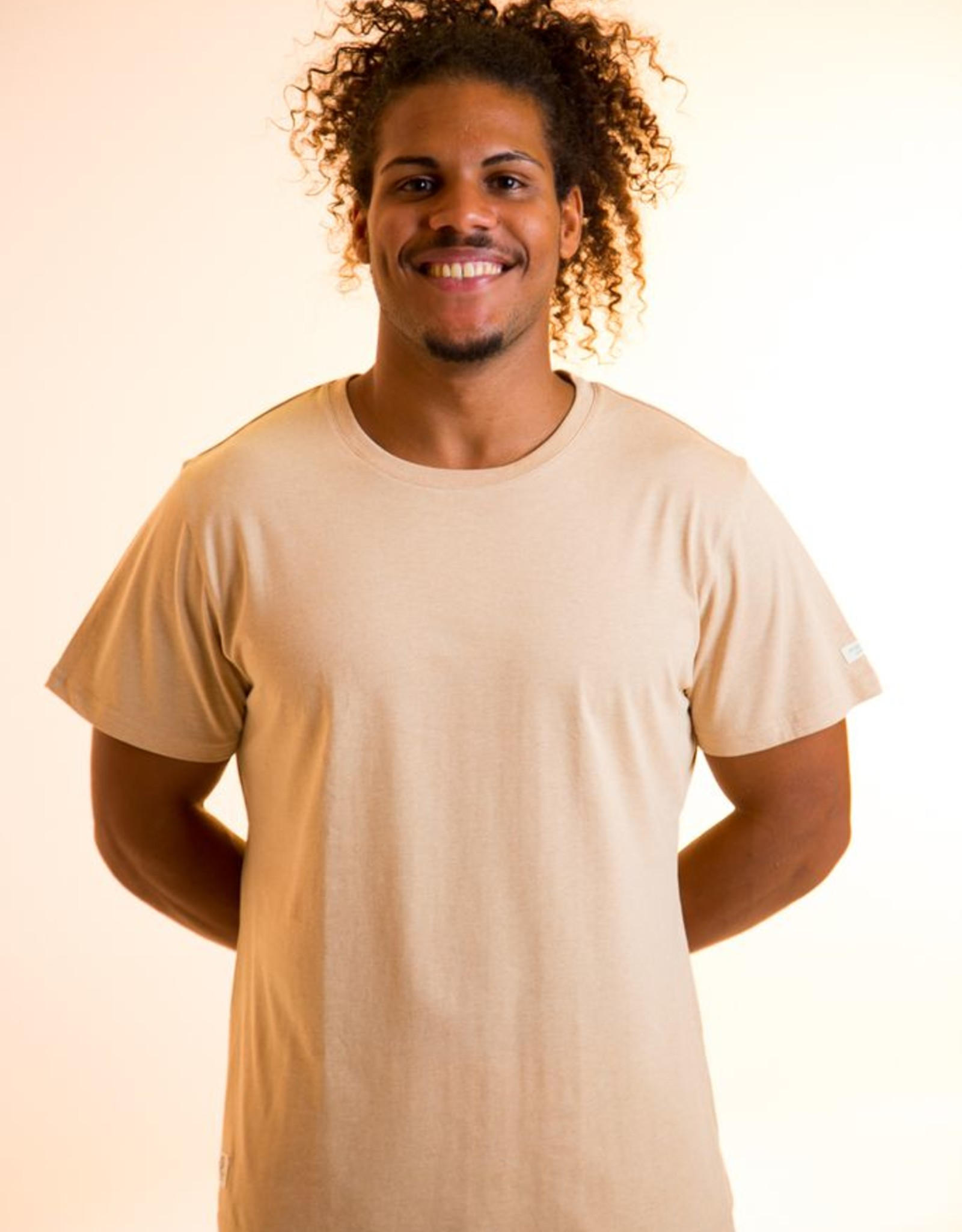 Camiseta hombre de manga corta.
