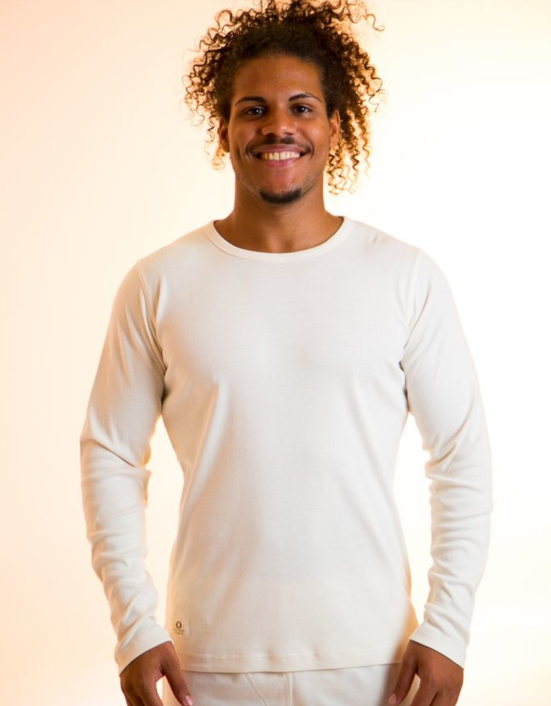 Men t-shirt with round neck and long sleeves.