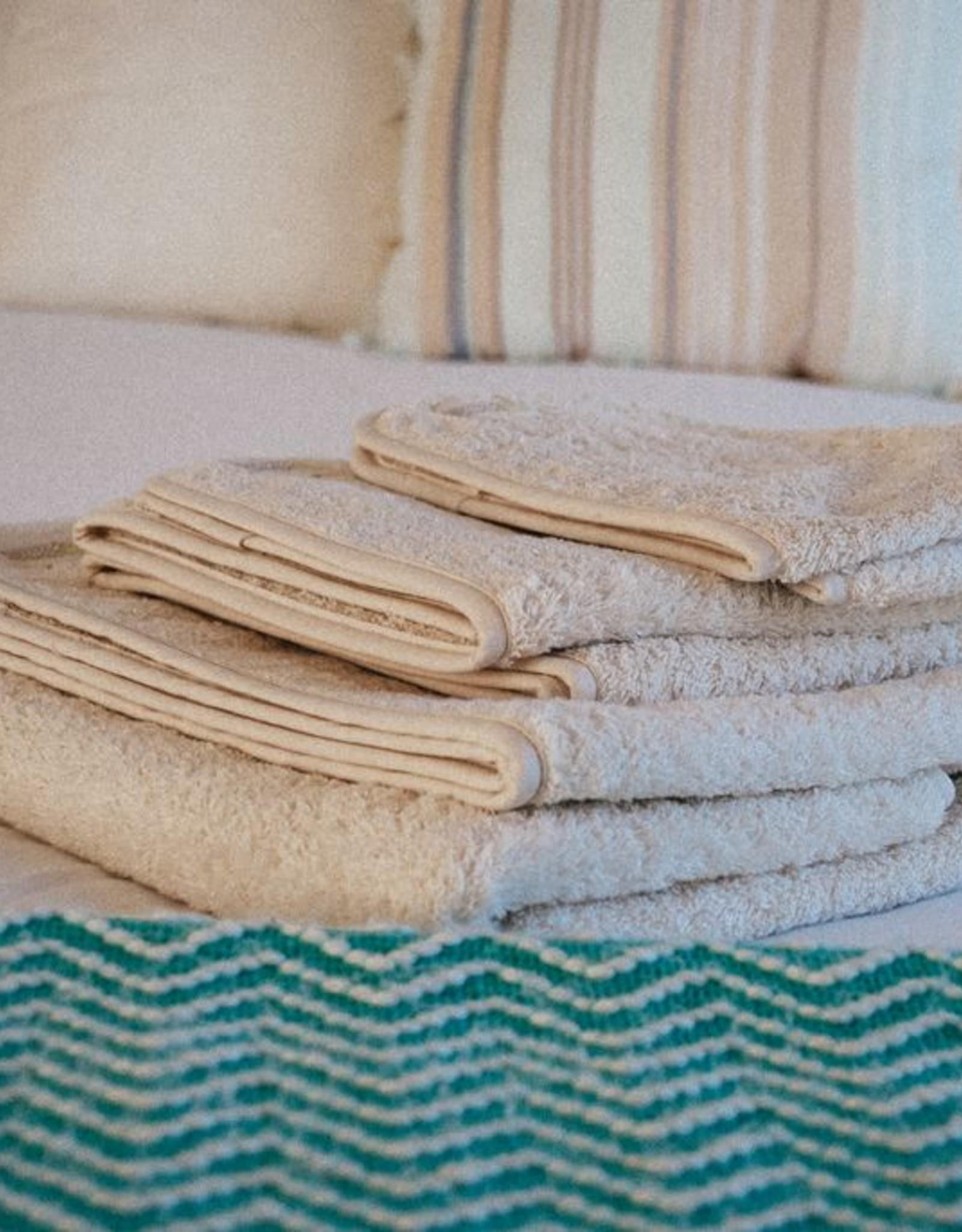 Set of 3 towels of 550gr.