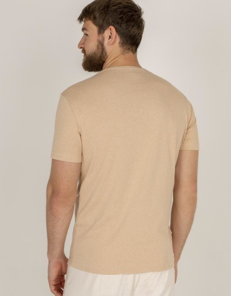 Fitted t-shirt with short sleeves
