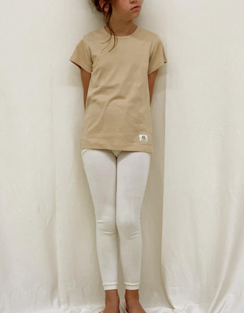 Camiseta junior con cuello redondo y manga corta. Tallas 2, 4, 6 años.