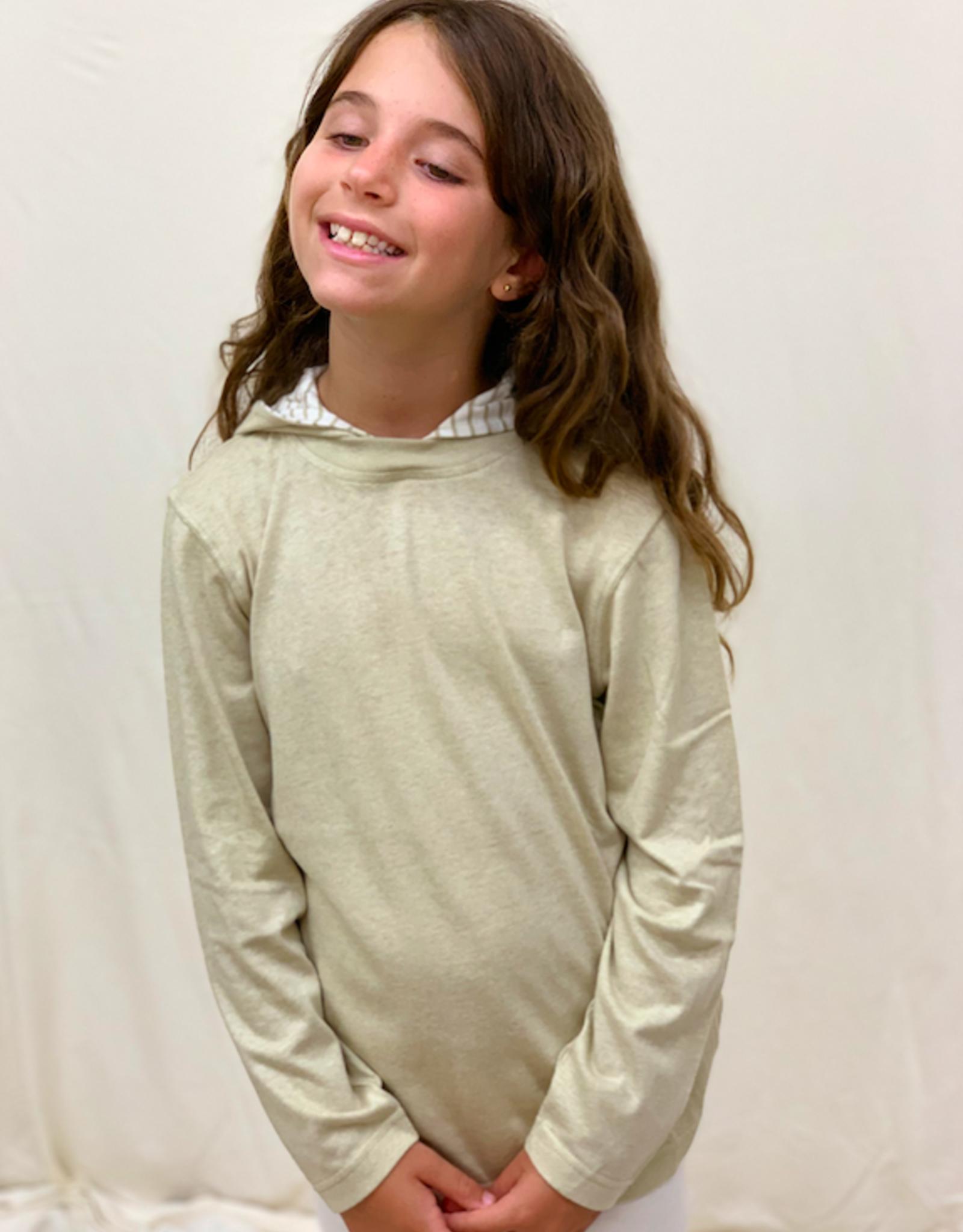 Camiseta junior manga larga con capucha. Tallas 2, 4, 6 años.