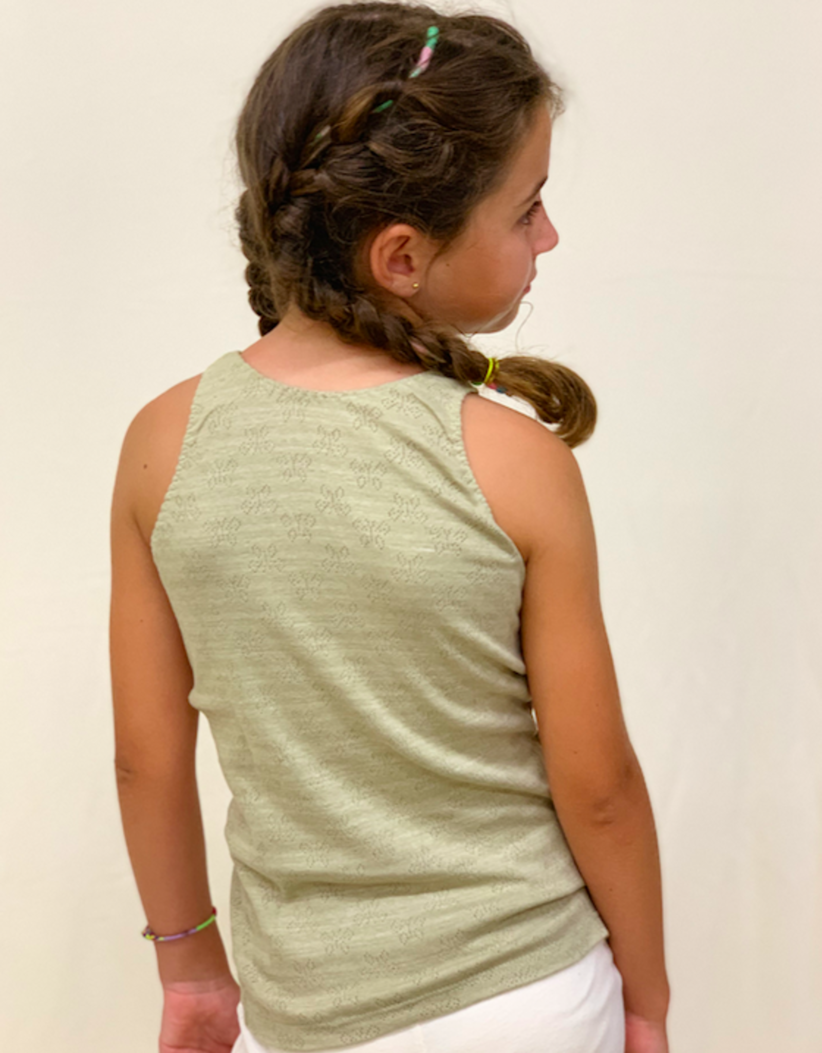 Camiseta junior calada con tirantes. Tallas 8, 10, 12.