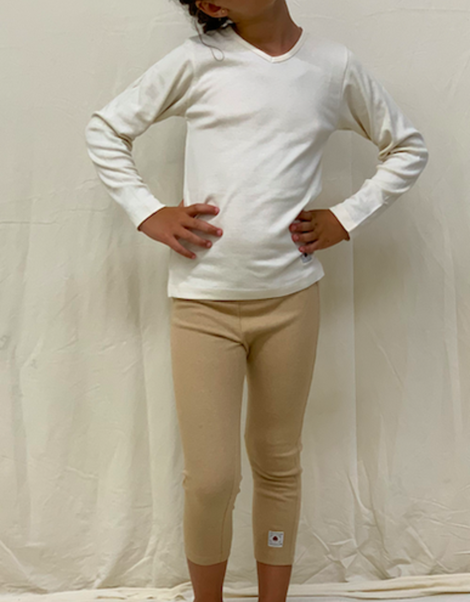 Camiseta junior de manga larga con cuello de pico. Tallas 2, 4, 6 años.