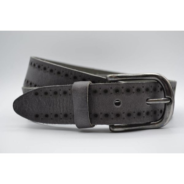 Scotts Bluf 40mm brede casual riem van italiaans volnerf leder. Diep gelaserd en gewassen voor een vintage look