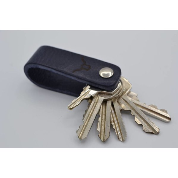 Scotts Bluf Deze echt lederen sleutelhanger met strak design heeft ruimte voor 7 sleutels.