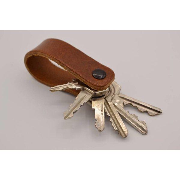 Scotts Bluf Deze echt lederen sleutelhanger met strak design heeft ruimte voor 7 sleutel.