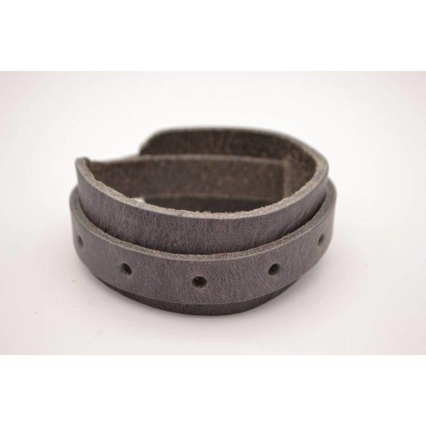 Scotts Bluf Stoere en stijlvolle armband van 3cm breed is een accessoire dat echt iets toevoegt aan u outfit