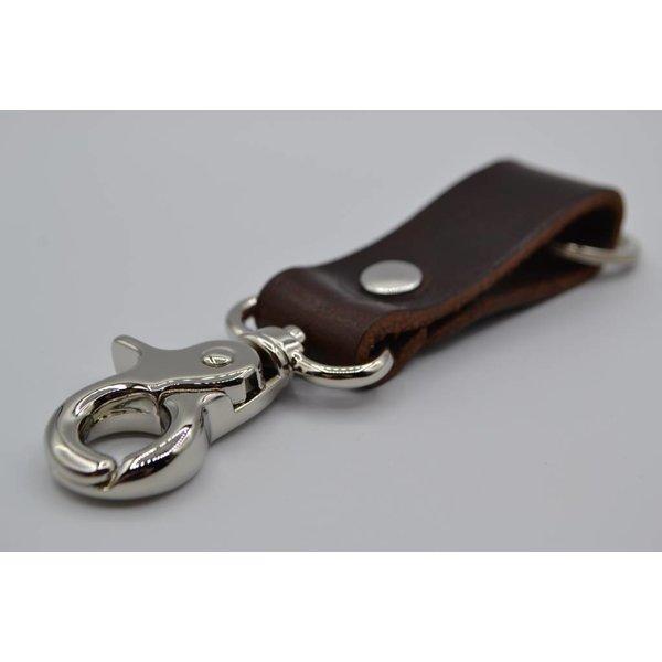 Scotts Bluf Deze bruine moderne sleutelhanger is te personaliseren met 30 karakters of een logo.