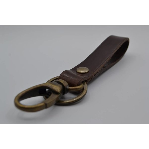 Scotts Bluf Sleutelhanger met naam gemaakt van nikkelvrije bronzen delen met bruin Italiaans volnerf leer