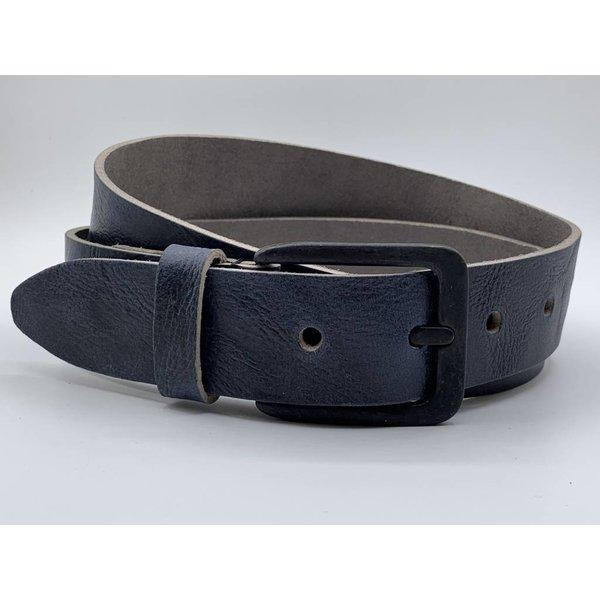 Scotts Bluf Stoere 4cm brede blauwe riem. Gekreukt leer en mat zwarte gesp.