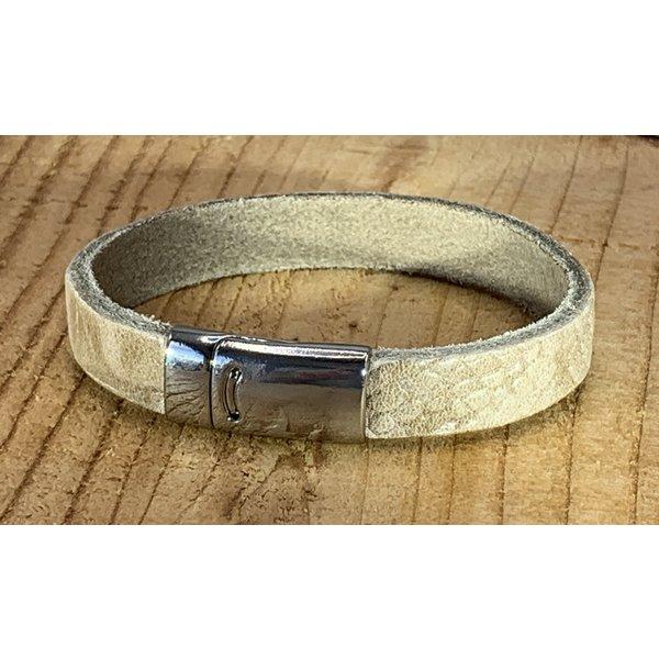 Scotts Bluf ecru armband met magneetsluiting en krokodillen print .