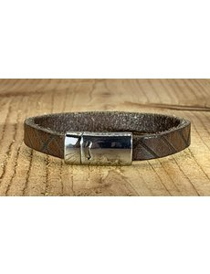 Scotts Bluf Bruine armband vintage gelaserd met brick print.