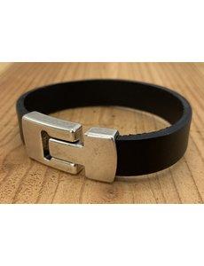 Scotts Bluf Zwarte armband met wax randen voor een perfecte afwerking.