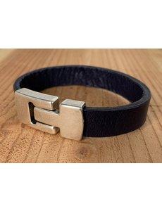 Scotts Bluf Blauwe armband met wax randen voor een perfecte afwerking.