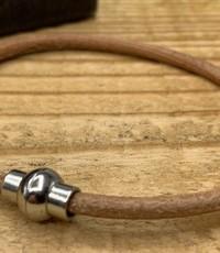 Scotts Bluf Smal armbandje van cognac 3mm dik echt rondleer.
