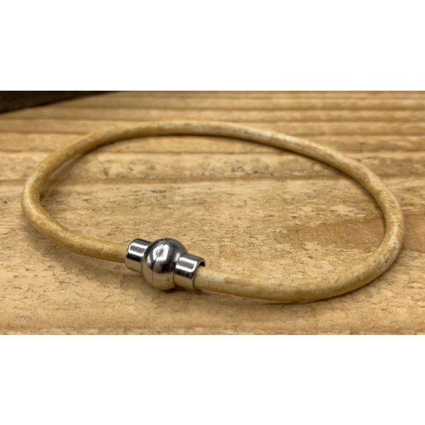 Scotts Bluf Smalle gele armband van 3mm dik rondleer en zilveren magneet sluiting. - Copy