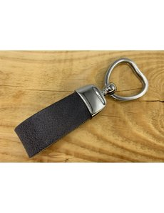 Scotts Bluf Grijze sleutelhanger met hart vormige sleutelring.