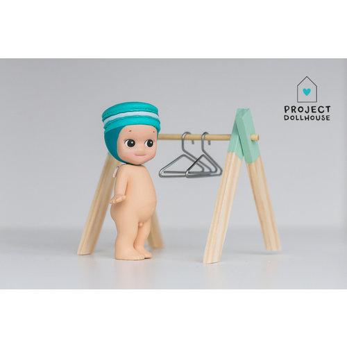 Project Dollhouse Kledingrek