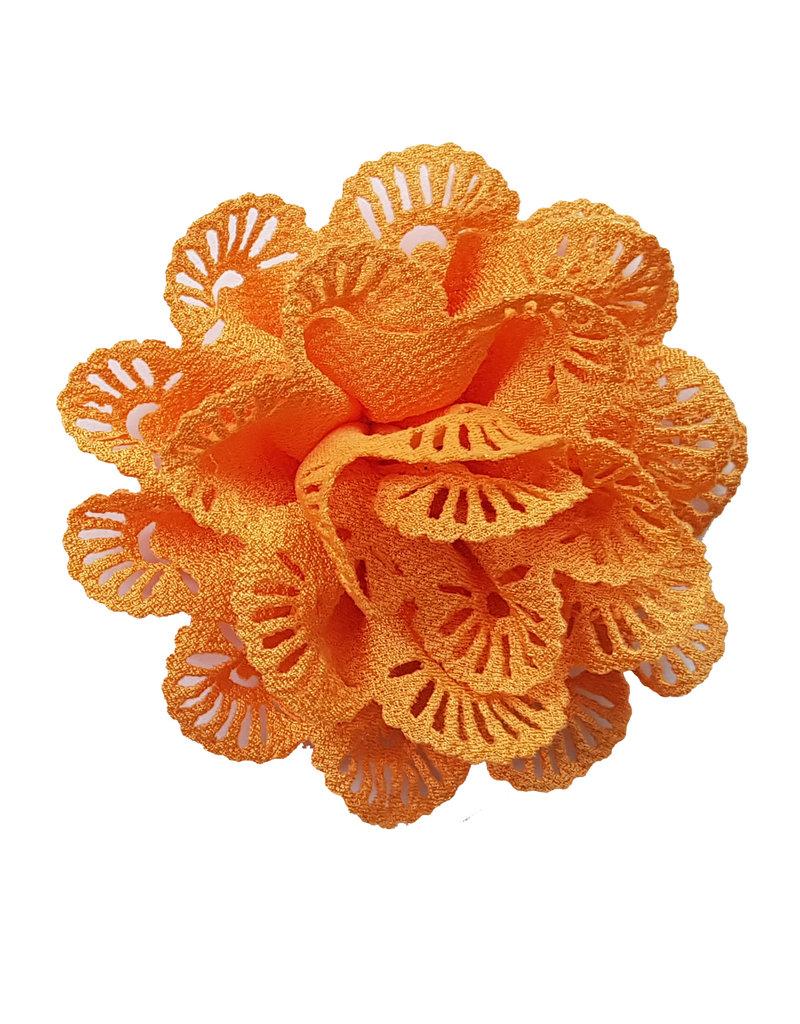 Bloem met gaatjes oranjegeel