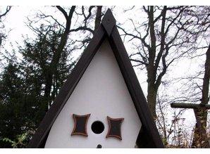 """Handgemaakte en handgeschilderde Vogelvoederhuizen! Vogelvoederhuis """"Bola"""""""