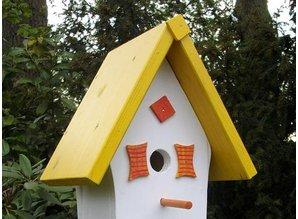 """Handgemaakte en handgeschilderde Vogelhuizen! Hier kunt u het Vogelhuis """"Zo Vrolijk"""" kopen!"""