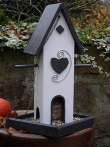 """Handgemaakte en handgeschilderde Vogelvoederhuizen! Vogelvoederhuis """"Mjammie"""""""