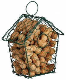 Pindahuisje van kippengaas gevuld met vliespinda's