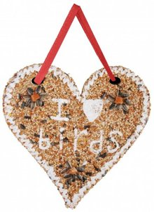 "Birdseed in heart shape with an English text ""I Love Birds"""