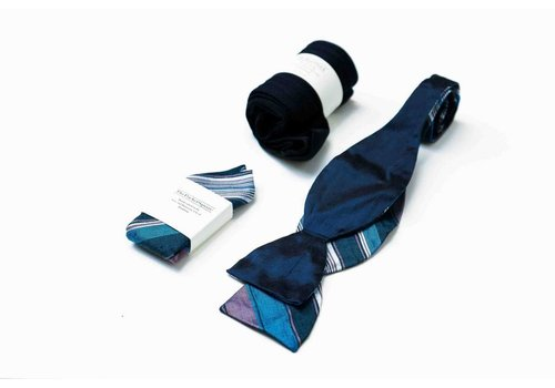 THEACCESSORYBOX by Gentleman's Agreement Accessoire-Set - Einstecktuch, Fliege, Socke - Marineblau/Bordeauxrot