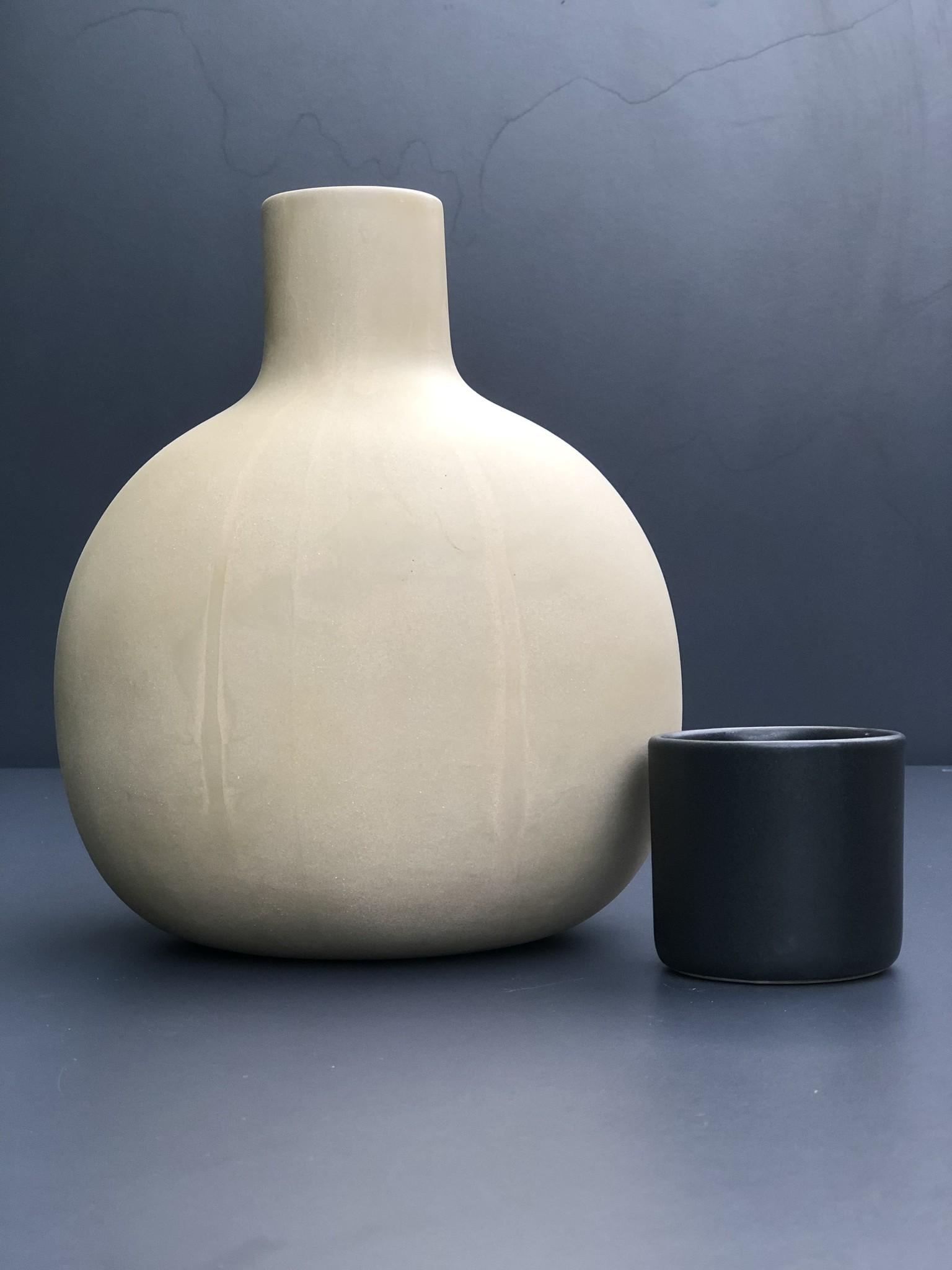 Karaf aardewerk met cup