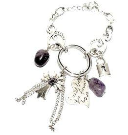Zilveren metalen armband met paarse en zilveren bedels