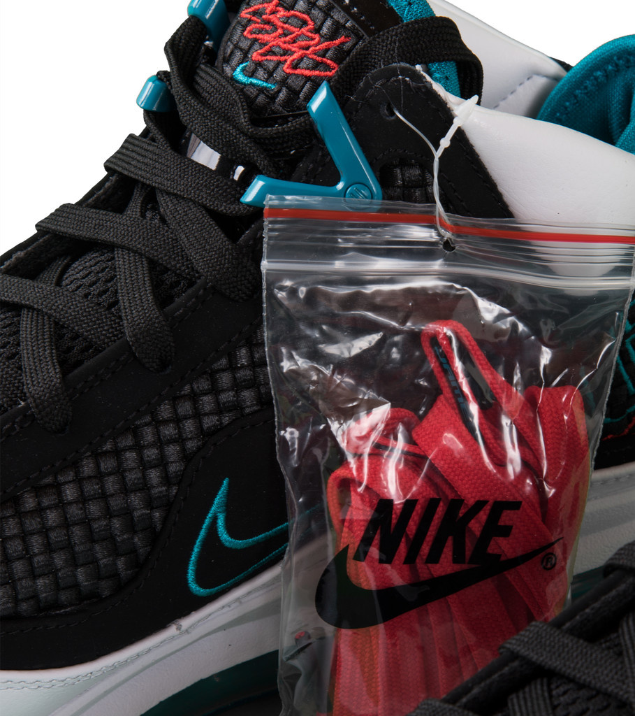 "Nike Lebron VII QS ""Red Carpet"""