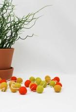 Pompom viltslinger oker • oranje • limoengroen