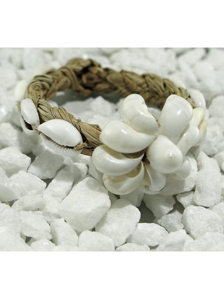 Hot Lava Armband shell on woven leaf 1