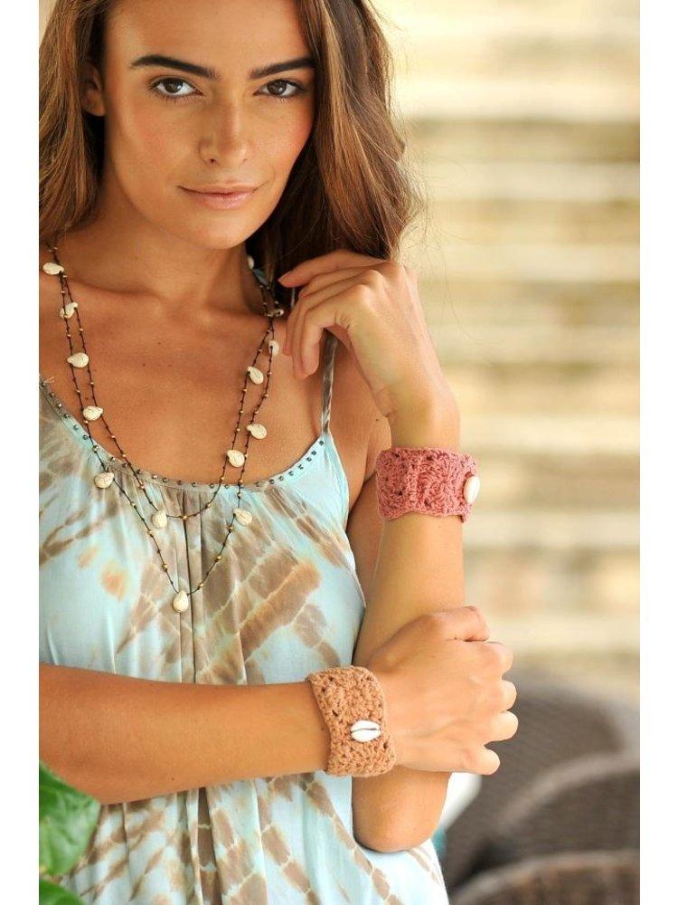 Hot Lava Chrochet bracelet with a single shell Pink