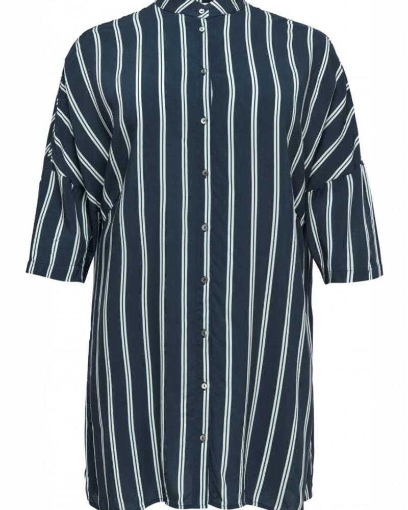 Only Carmakoma oversized blouse Max