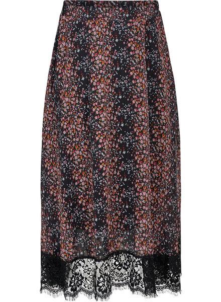 Line long skirt