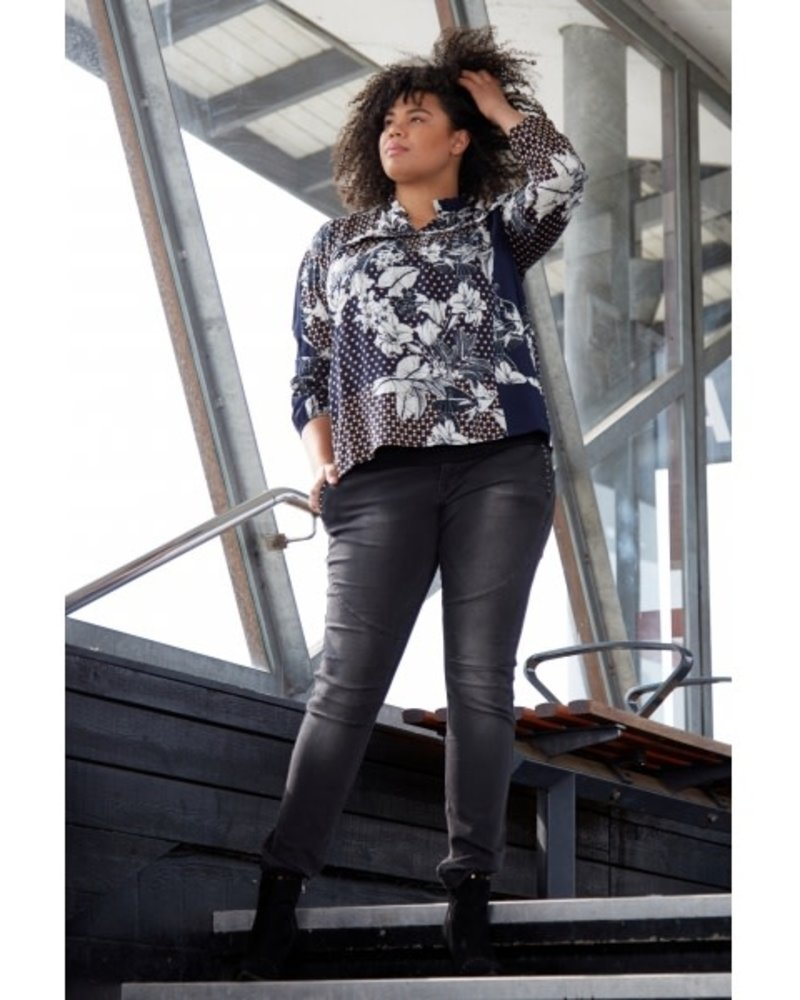 Zoey blouse Kylie