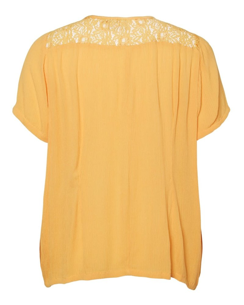 Junarose by Vero Moda top Paja golden apricot