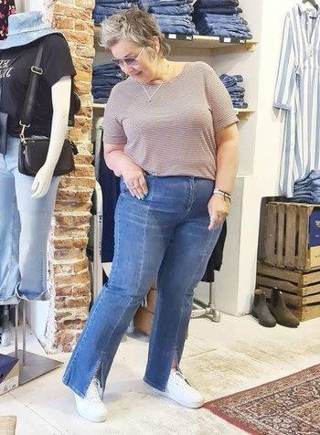 flare jeans slit