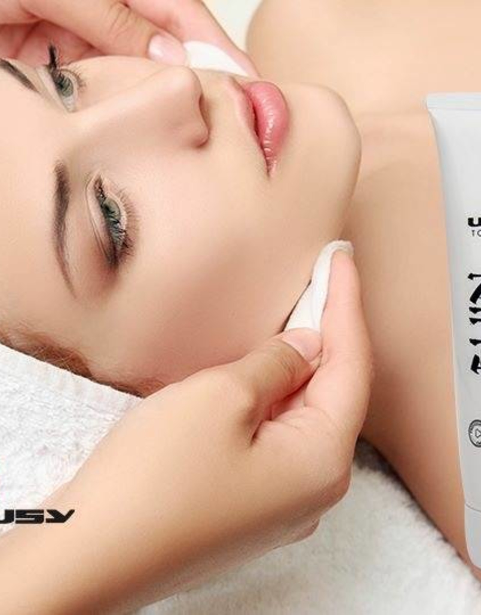 Utsukusy Bijin Facial cleanser cream salon packaging