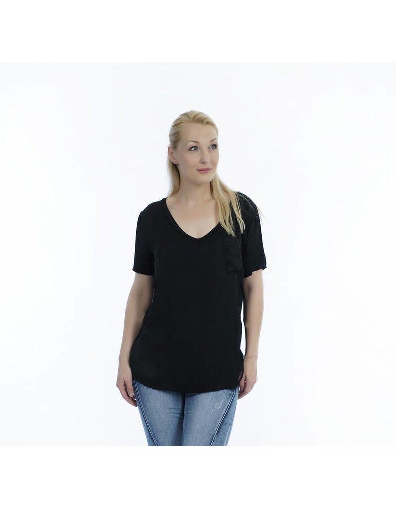 Shirt zwart met V-hals en borstzakje