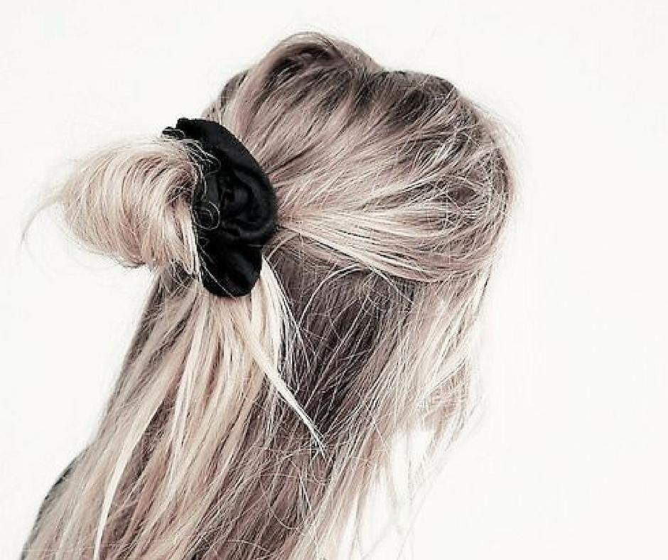 scrunchie zwart halve updo velvet