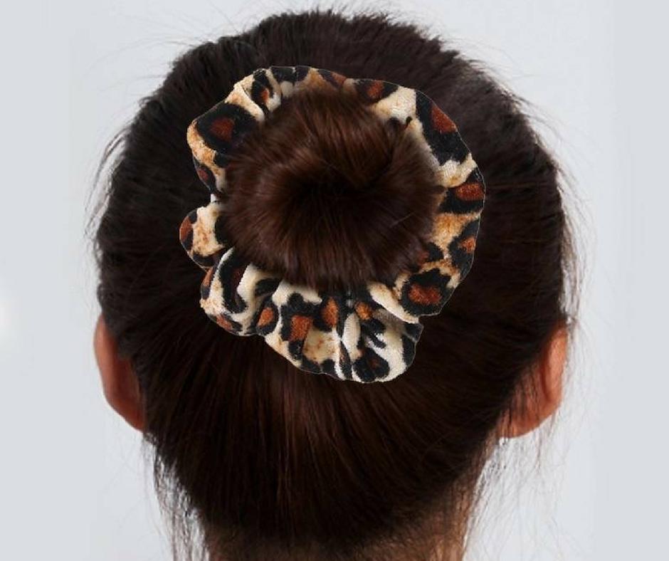 scrunchie velvet knot haarstijl